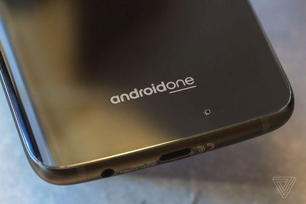 Google lặng lẽ bỏ cam kết phát hành cập nhật ít nhất 2 năm cho smartphone Android One?
