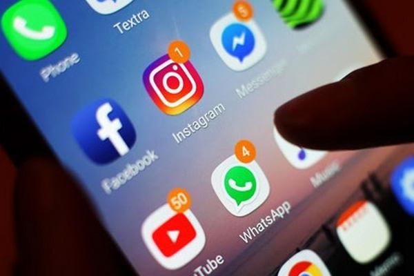 Instagram thử nghiệm phong cách trượt ngang để đọc tin giống Tinder, người dùng khắp nơi bức xúc