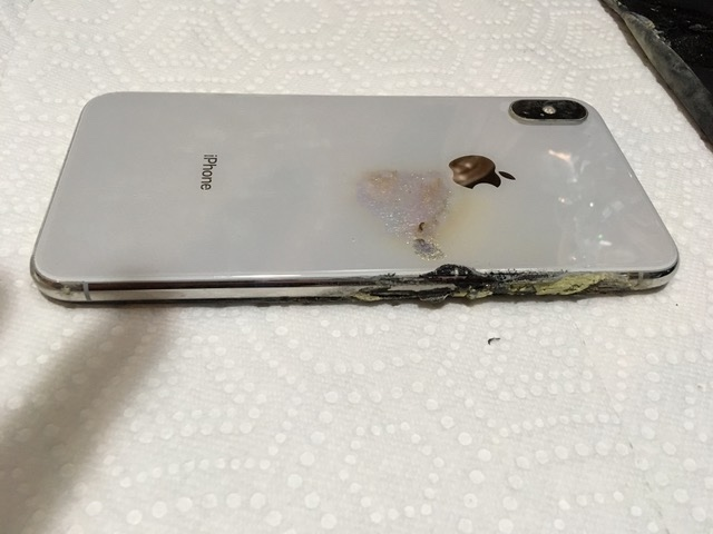 iPhone XS mua chưa đầy 1 tháng phát nổ ngay trong túi, chủ nhân vừa chạy vừa cởi quần vì sợ - Ảnh 3.