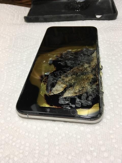 iPhone XS mua chưa đầy 1 tháng phát nổ ngay trong túi, chủ nhân vừa chạy vừa cởi quần vì sợ - Ảnh 4.