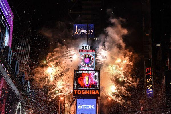 Cảnh sát New York dùng drone giám sát đám đông tại Quảng trường Thời Đại trong đêm giao thừa