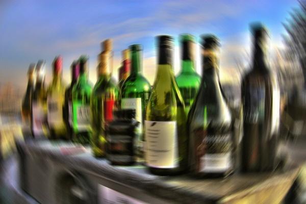 Tại sao uống rượu lại khiến chúng ta mờ mắt?
