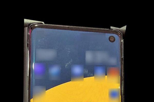 """Xuất hiện ảnh thực tế của Galaxy S10: 100% có màn hình """"nốt ruồi"""""""
