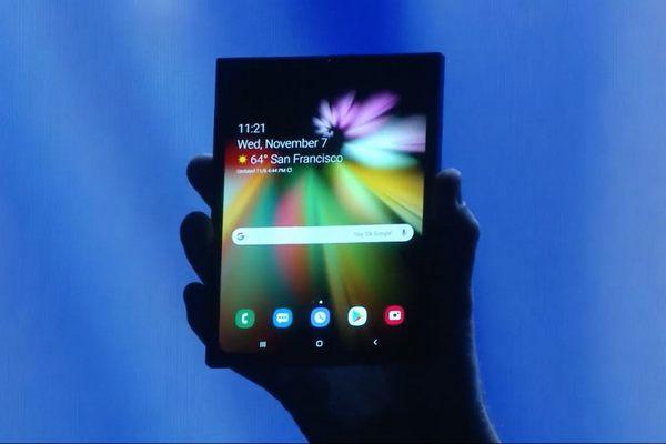 Smartphone màn hình gập Galaxy F của Samsung sẽ có tới 3 camera như Galaxy S10+?