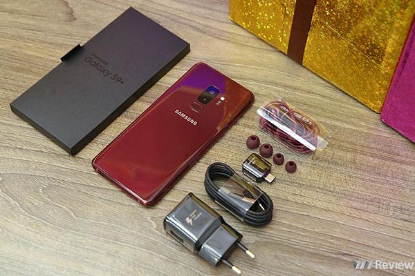 Mở hộp Samsung Galaxy S9+ màu đỏ rượu vang mới dành cho phái đẹp