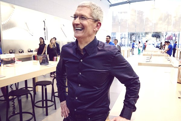 """Tim Cook: Chúng tôi đã có kế hoạch """"lôi kéo"""" người dùng mua iPhone mới trở lại"""