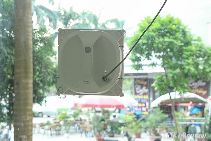 Trên tay robot lau kính tự động Ecovac Winbot X giá 11,9 triệu đồng
