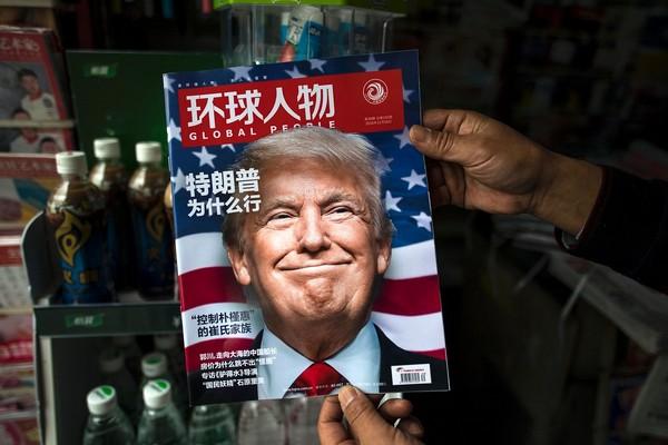 Tổng thống Donald Trump khuyên Tim Cook sản xuất iPhone tại Mỹ để tránh chiến tranh thương mại