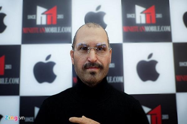 Cửa hàng điện thoại chi trăm triệu mang tượng Steve Jobs về Việt Nam