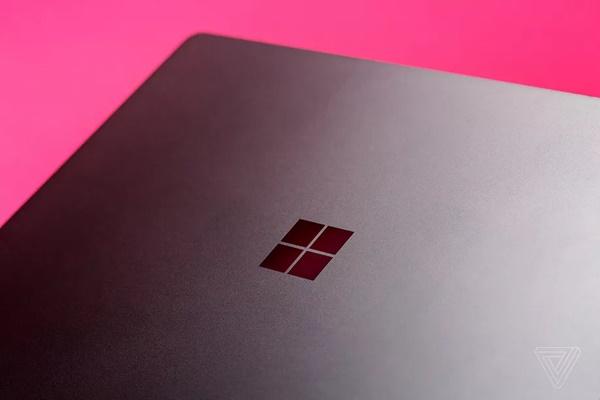 Microsoft đang chuẩn bị ra mắt các thiết bị Windows màn hình gập đôi?