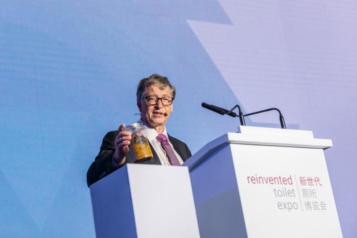 Bill Gates và câu chuyện về chiếc toilet hoạt động nhờ... sâu trị giá 350 USD