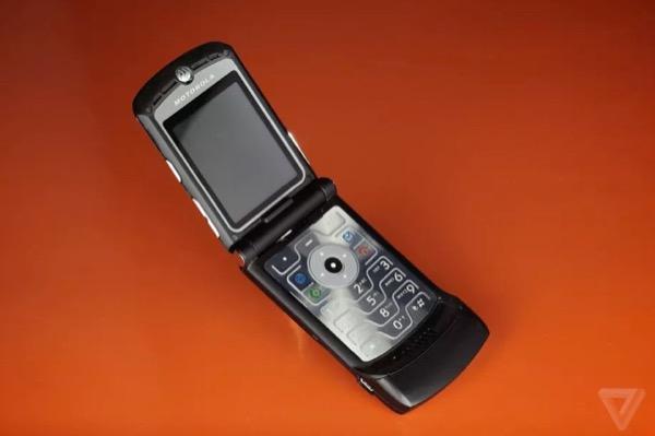Huyền thoại Motorola RAZR sắp trở lại: là smartphone màn hình gập, giá 1.500 USD