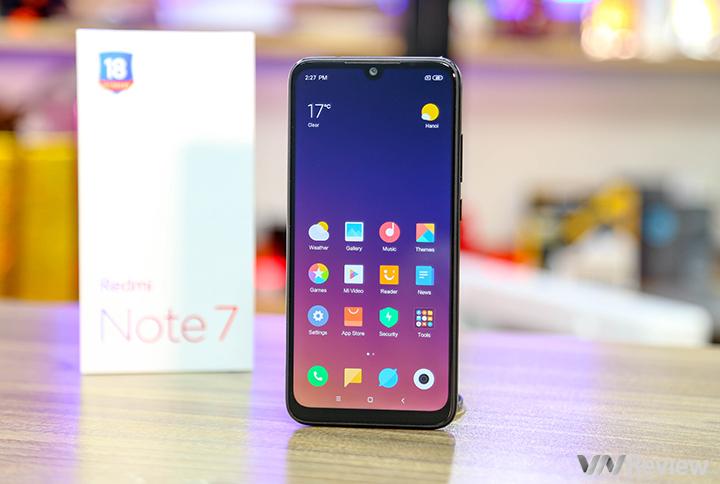 """Mở hộp Xiaomi Redmi Note 7 vừa """"xách tay"""" về Việt Nam: camera 48MP, Snap660, sạc nhanh"""