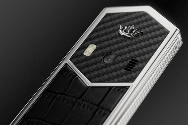 Chiêm ngưỡng Nokia 6500 phiên bản độ khung carbon, bàn phím titan, giá 60 triệu đồng