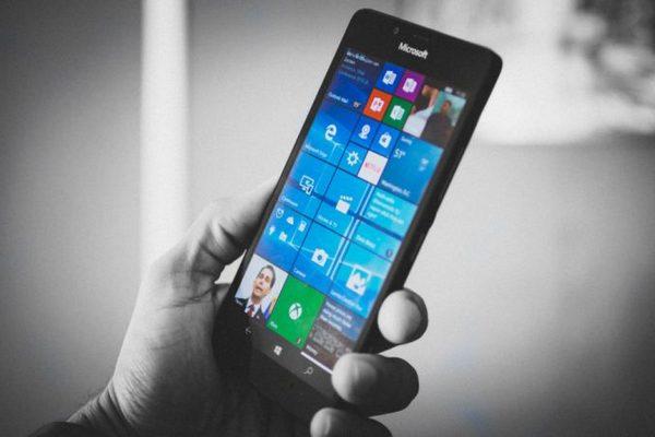 Microsoft: Windows Phone đã chết, người dùng nên chuyển sang iPhone