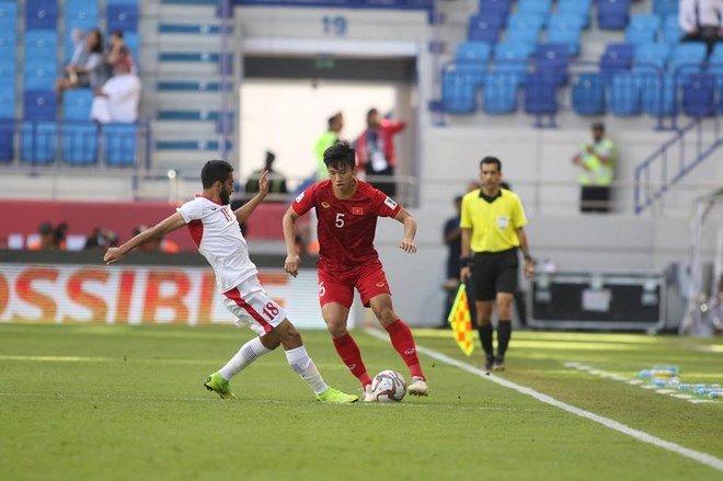 Sau trận đấu nảy lửa với Jordan, hai cầu thủ Việt Nam phải kiểm tra doping