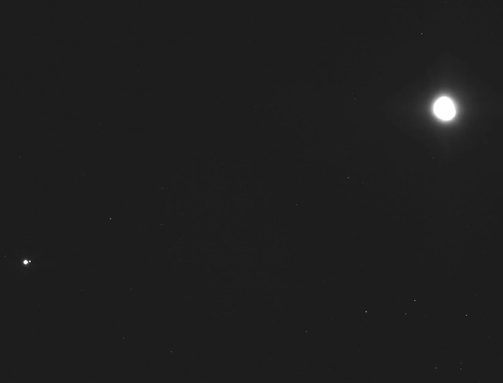 Bức ảnh Trái Đất và Mặt Trăng được chụp từ khoảng cách hơn 114 triệu km