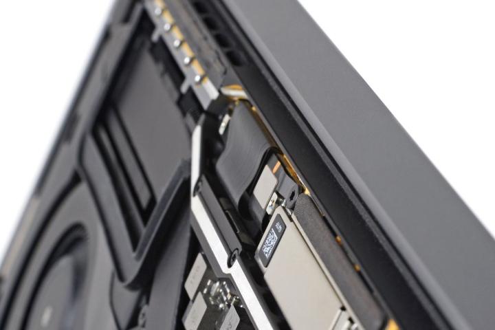"Apple dính ""phốt"" mới: Macbook Pro lỗi phần cứng ""Flexgate"""