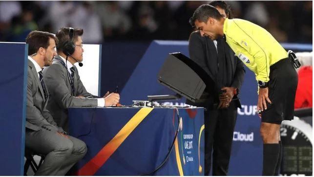 Công nghệ VAR thay đổi bóng đá như thế nào?
