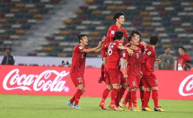 Cổ động viên Đông Nam Á ủng hộ đội tuyển Việt Nam làm nên kỳ tích trước Nhật Bản
