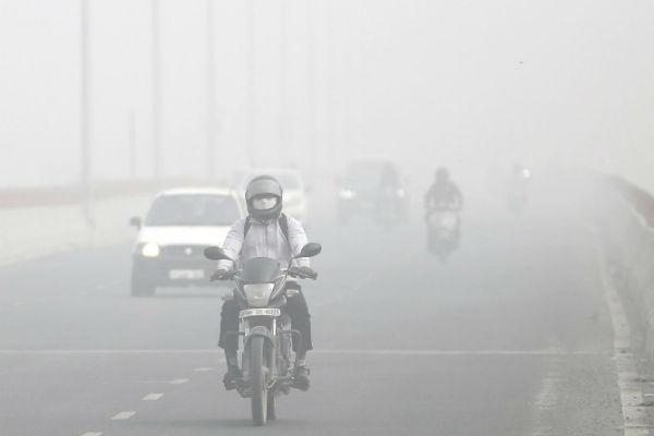 Hít thở không khí ô nhiễm tại New Delhi hiện nay giống như hút 45 điếu thuốc lá/ngày