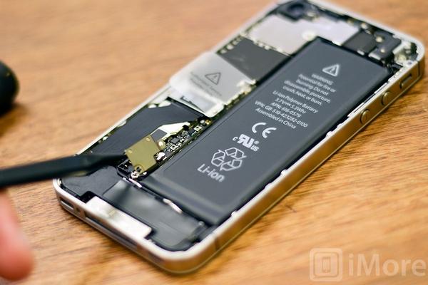 Apple thuê cựu chuyên gia của Samsung để tự sản xuất pin cho iPhone, iPad
