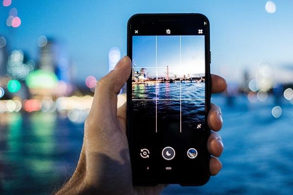 """Google ẩn tên đối thủ bằng """"Phone X"""" trong quảng cáo Night Sight mới nhất trên Pixel 3"""