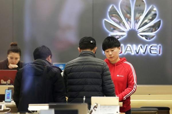 Chính quyền Trump gây áp lực để đồng minh tẩy chay Huawei trong cuộc chiến 5G