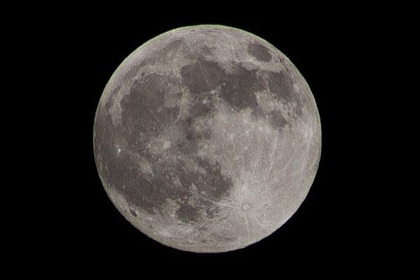 Tảng đá cổ xưa nhất Trái Đất thực chất được mang về từ... Mặt Trăng?