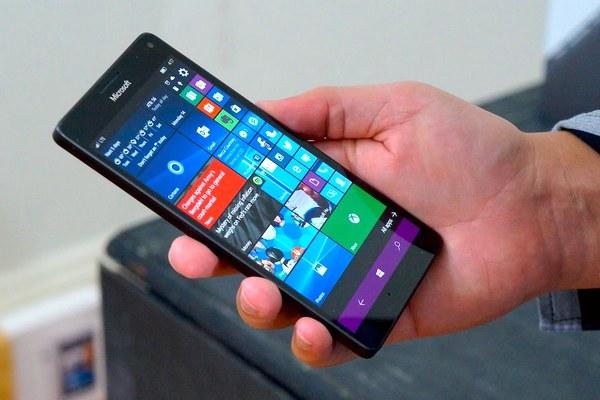Video: Lumia 950 XL chạy demo Windows 10 ARM mượt mà không kém máy tính