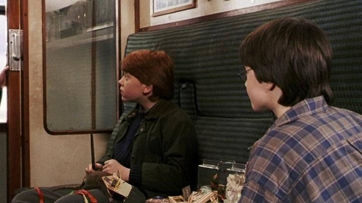 Harry và Ron trên chuyến tàu đầu tiên