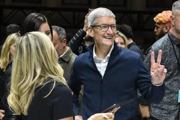 Apple phạt Facebook vì lạm dụng ưu đãi của Apple