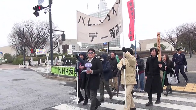 """""""Liên minh Những người đàn ông Không nổi tiếng"""" tổ chức biểu tình đòi hủy bỏ ngày Lễ Tình nhân!"""