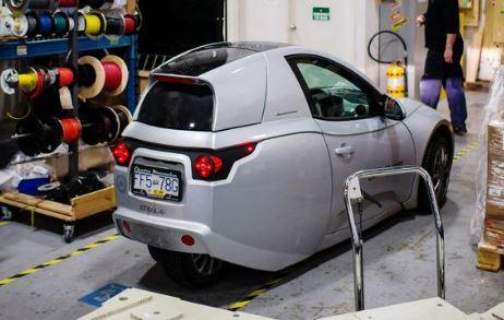 Đối thủ mới nhất của Tesla là chiếc xe điện 3 bánh 15.500 USD