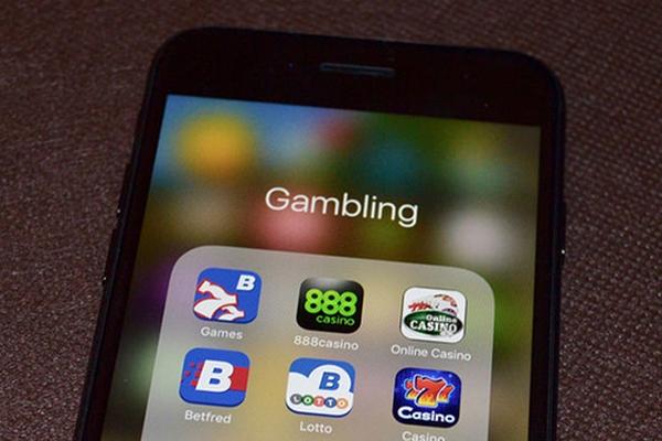 Chương trình doanh nghiệp của Apple bị các ứng dụng khiêu dâm và đánh bạc lợi dụng