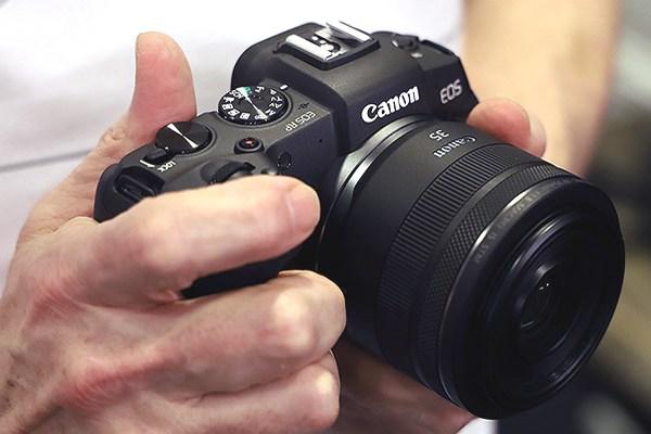 Canon ra mắt mirrorless full-frame EOS RP: Bản thu nhỏ của EOS R với mức giá rẻ hơn phân nửa
