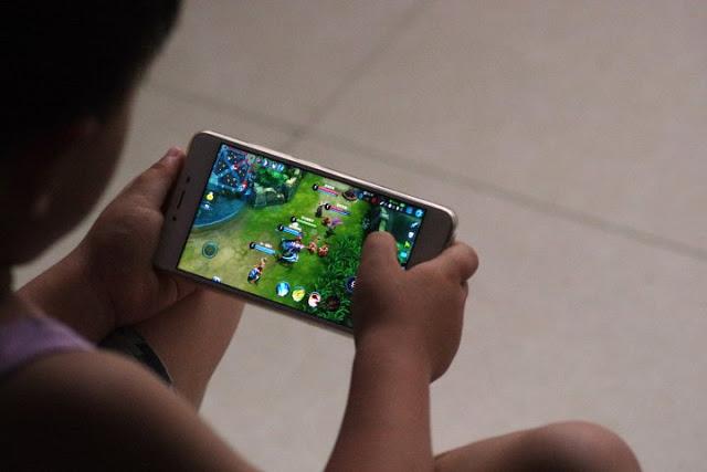 Asus sa thải 800 nhân viên, chuẩn bị ra mắt điện thoại gaming ROG mới, hợp tác Tencent