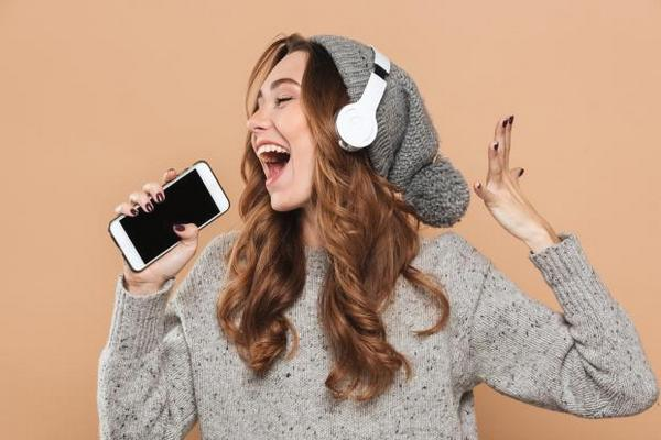WHO cảnh báo: Hơn 1 tỷ người có nguy cơ hỏng thính giác vì dùng tai nghe và loa quá nhiều