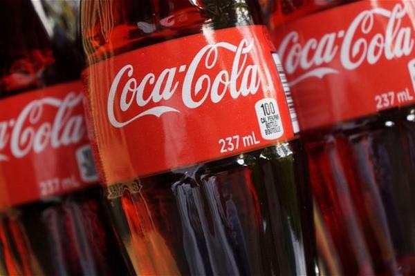 Đã tìm ra nguyên nhân tại sao nhiều người thích uống Coca-Cola chai thủy tinh hơn chai nhựa và lon