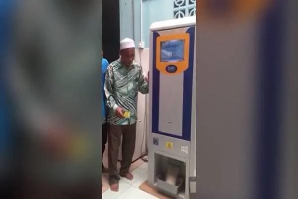 """Malaysia ra mắt cây """"ATM rút ra gạo"""" đầu tiên để giúp đỡ người nghèo"""