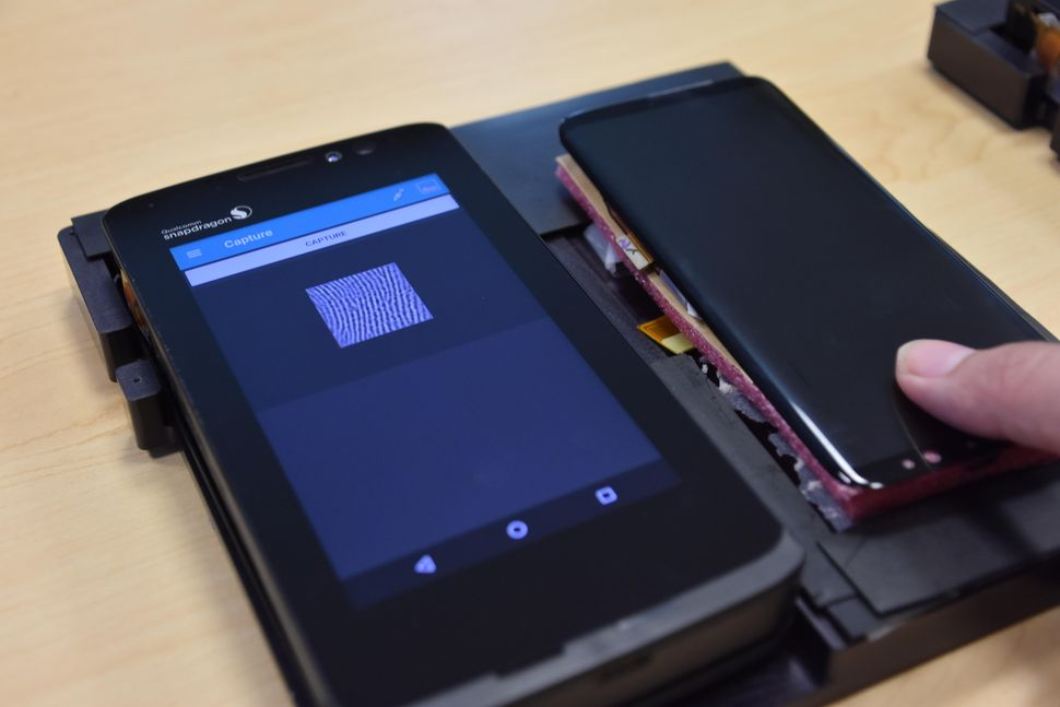 Cảm biến vân tay siêu âm đặt dưới màn hình Samsung Galaxy S10 sẽ hoạt động thế nào?