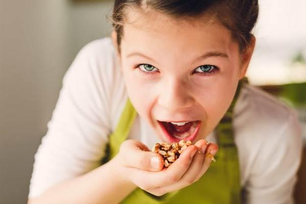 Ăn nhiều loại hạt như óc chó, hạt điều, hạt dẻ cười,…có khiến bạn tăng cân  không?