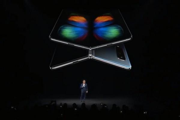 Galaxy Fold ra mắt: màn hình gập 7.3 inch, RAM 12GB, giá gần 50 triệu đồng, bán tháng 4