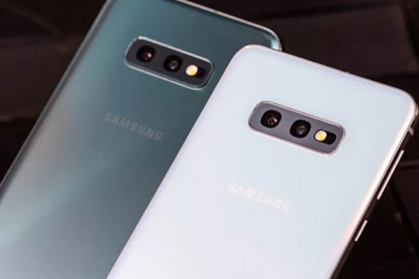 Samsung ra mắt Galaxy S10e, bản rút gọn của S10 giá 750 USD