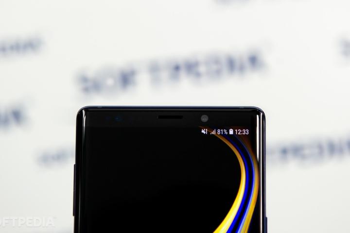 """Quan điểm: Samsung Galaxy S10 đã """"tái phát minh"""" đèn LED thông báo trên smartphone?"""