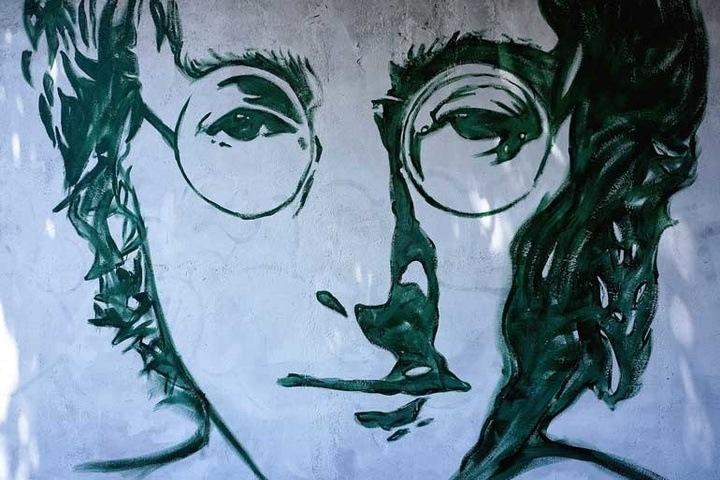 John Lennon bị theo dõi