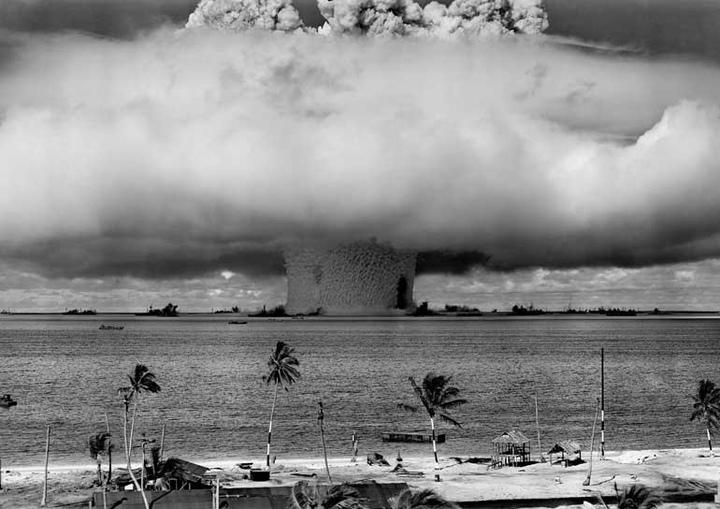 âm mưu hạt nhân