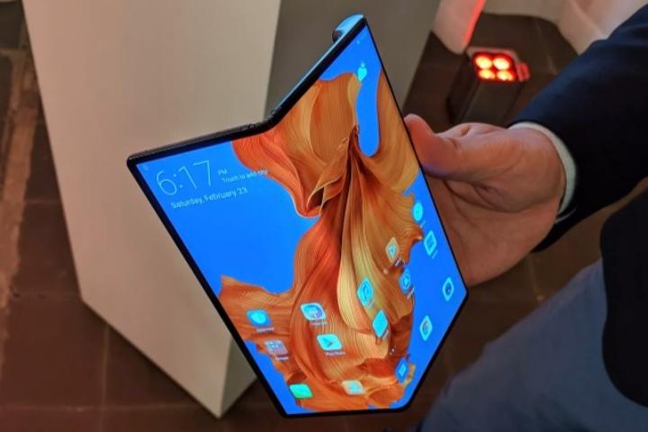 Huawei vừa ra mắt điện thoại màn hình gập Mate X: màn 8 inch, gập lại thành smartphone 2 màn hình, giá 2600 USD