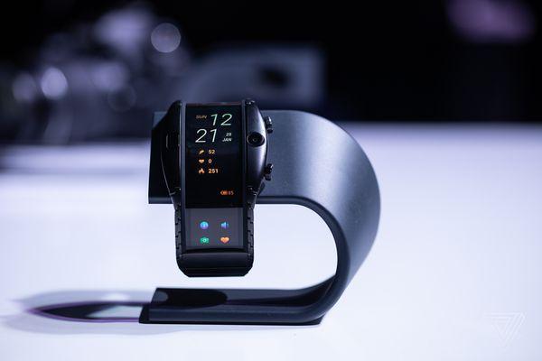 Nubia ra mắt thiết bị đeo tay mới, màn hình cong 4 inch, hoạt động như smartphone