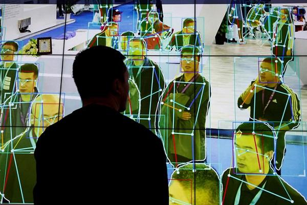 Mới tiểu học, phụ huynh TQ đã đổ xô cho con học AI
